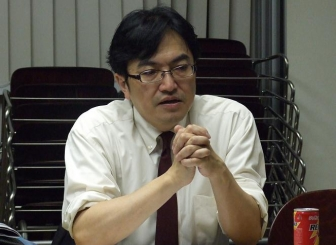 WCC世界総会の概要を説明する西原廉太氏、2012年10月18日、東京都新宿区で。