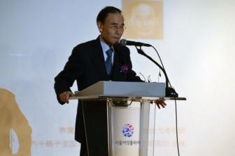開会式であいさつする朴鍾淳氏=29日、韓国ソウル市のソウル女性プラザで