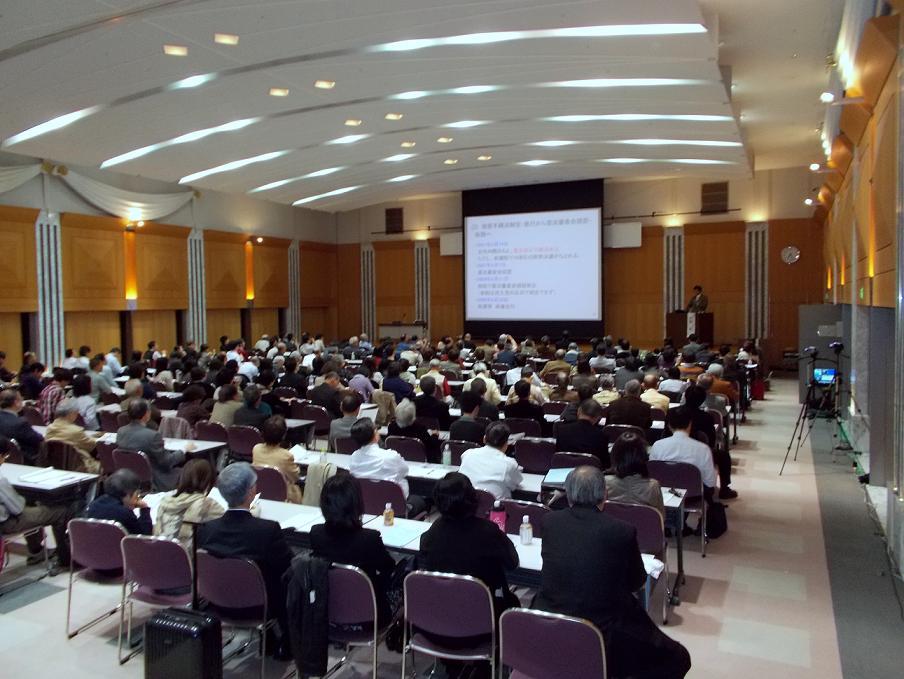 地球市民集会の様子。2012年11月2日、東京都千代田区で。