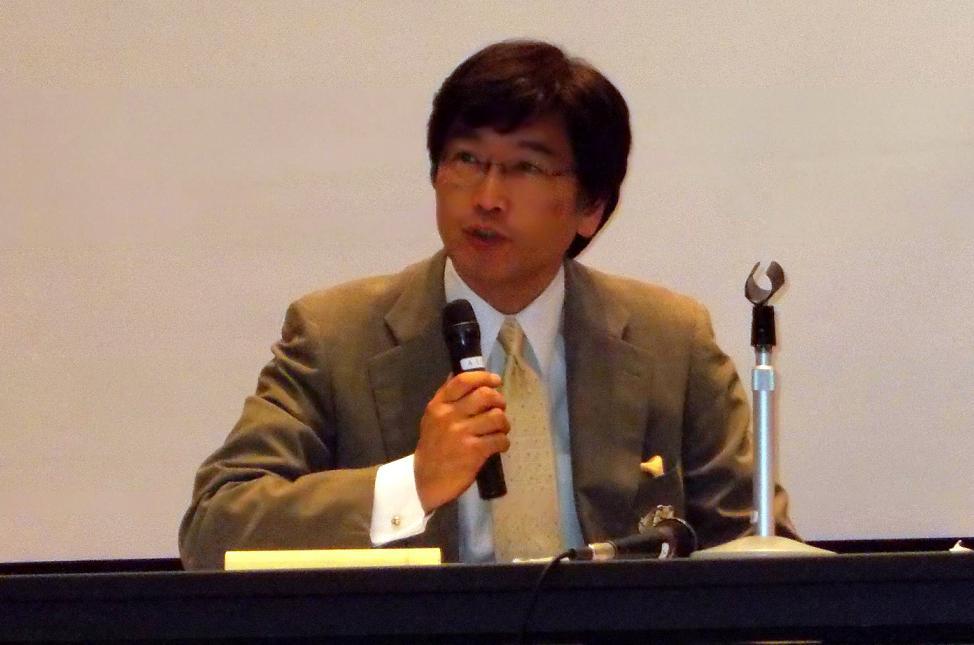 伊藤真氏。2012年11月2日、東京都千代田区で。