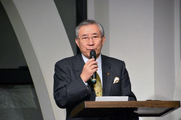 祈祷会の中でメッセージを語る峯野龍弘氏=11日、東京都新宿区の淀橋教会で
