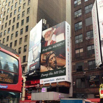 米タイムズ・スクエアに掲げられている無神論者による広告看板(写真提供:AA)
