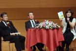 出版記念講演会トークセッションの様子(2012年12月12日、東京都千代田区で)