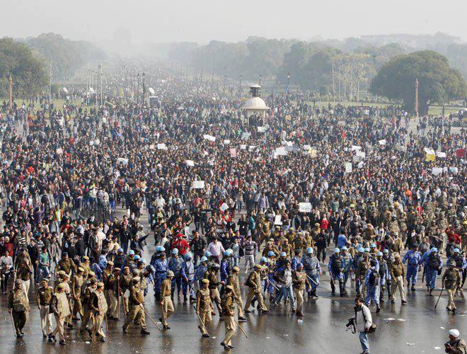 インド国内で強姦事件への厳罰・女性保護を求める運動が行われている。