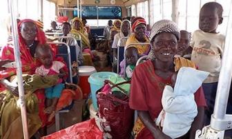 南スーダンへ脱国するスーダンキリスト教徒の女性、子ども達(写真:バルナバスファンド)