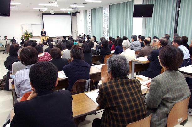 第51回OEF新年聖会に集まった教職信徒ら=11日、沖縄キリスト教学院大学で