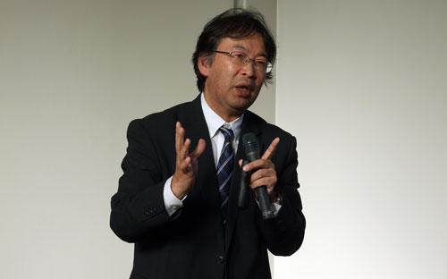 講演する清家弘久氏=9日、宮城県仙台市の仙台青葉荘教会で