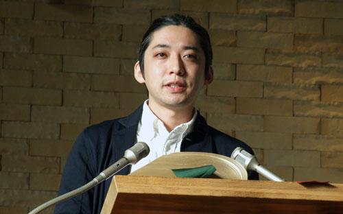 講演する高橋陽佑氏=9日、宮城県仙台市の仙台青葉荘教会で