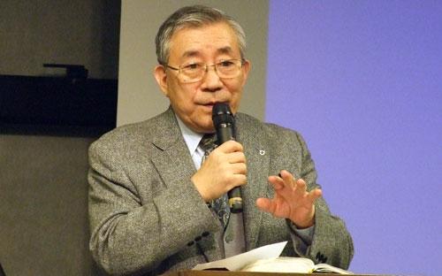 講演する峯野龍弘氏=11日、東京都新宿区の淀橋教会で