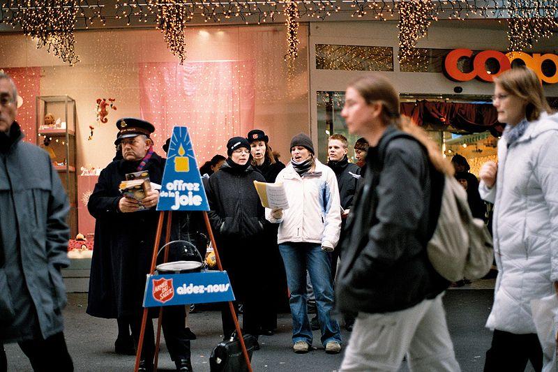 救世軍が毎年行う歳末街頭募金「社会鍋」(写真:Rama)