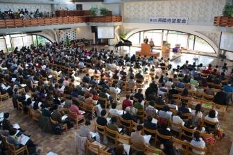 第3回再臨待望聖会・本大会で教派を超えて一堂に会した参加者たち=2012年3月20日、東京都新宿区の淀橋教会で