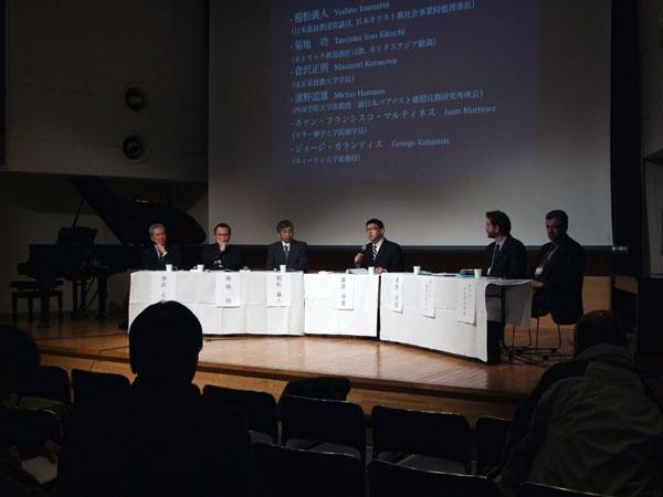 「震災への関わりと震災の語り」をテーマに発題するパネリストたち=15日、東京都千代田区のお茶の水クリスチャン・センターで