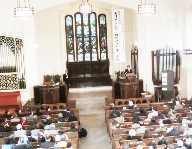 「われわれキリスト者は、国家、人種、民族のとらわれから自由でなければならない」と講壇から説く姜尚中氏=11日、仙台市、東北学院大学ラーハウザー記念礼拝堂で