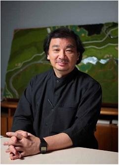 プリツカー賞を受賞した坂茂氏(写真:ハイアット財団提供、坂茂建築設計撮影)