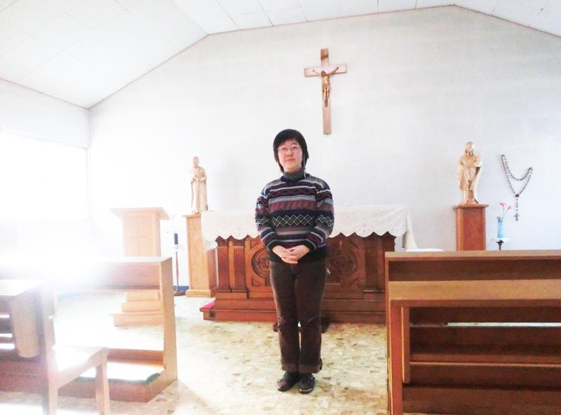 カトリック二本松教会の礼拝堂で。司祭は常駐していないため、柳沼さんは信徒会長として教会を支える。敷地内にカトリック幼稚園もある。