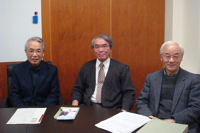 左から、花薗征夫専門委員、山口陽一代表、柴田初男専門委員(写真:東京基督教大学HPより)