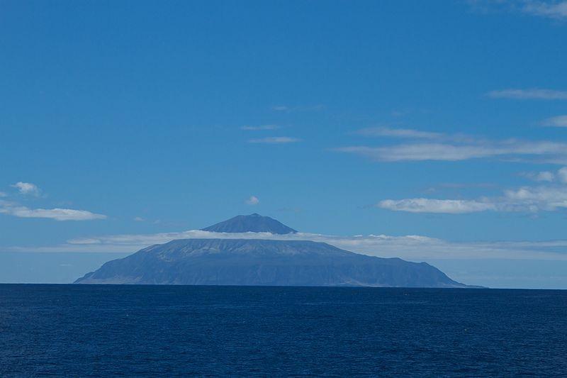 トリスタン・ダ・クーニャ諸島の主島であるトリスタン・ダ・クーニャ島(写真:Brian Gratwicke)