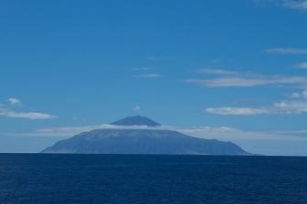 「世界一孤立した有人島」の教会に新しい司祭が赴任へ