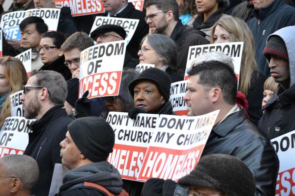 ニューヨーク市の教会、公立学校建物での礼拝を禁ずる市の決定に対して抗議を継続