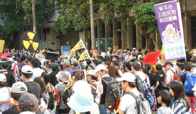 第四原発の建設に反対してデモを行う人たち=2013年3月9日(写真:Grshine)