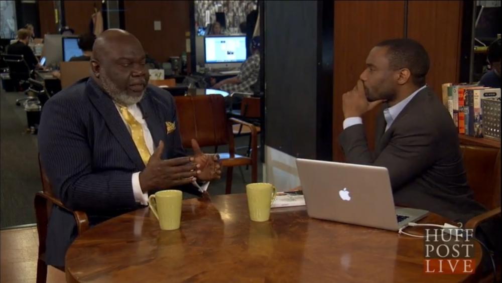 T・D・ジェイクス牧師が米ハフィントンポスト紙のインタビューでメガチャーチについてコメントした。(写真:スクリーンショット)