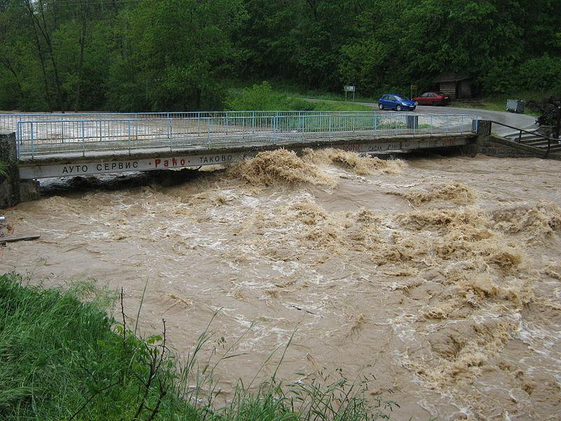 洪水に見舞われたセルビアのゴルニミラノバツ=15日(写真:Михаило Јовановић)