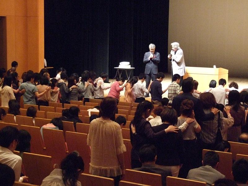 世界最大の教会学校創設者「今までしたことのないことをしてみて」 ビル・ウィルソン東京大会2014