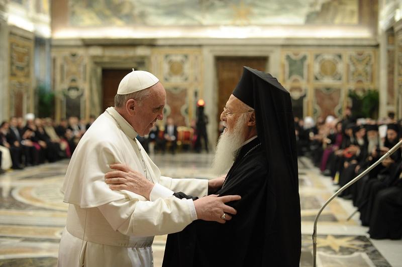 エルサレムで会談を行った東方正教会のコンスタンティノープル・エキュメニカル総主教バルトロメオス1世とローマ教皇フランシスコ