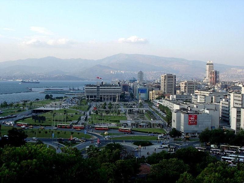 トルコ西岸の都市イズミルの風景(写真:GianniG46)