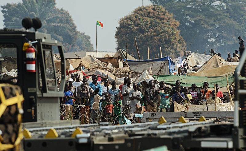中央アフリカの内戦による難民=2014年1月19日、バンギ・ムポコ国際空港で(写真:SSgt Ryan Crane)