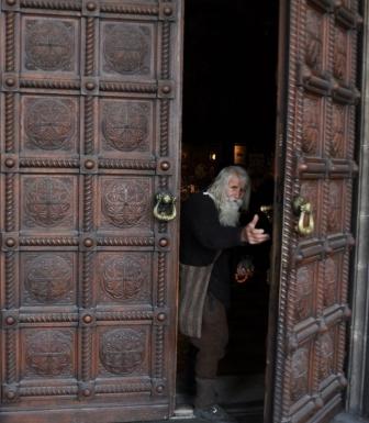 貧しくともブルガリアの正教会や修道院に多額の献金 「聖人」と呼ばれる99歳の男性