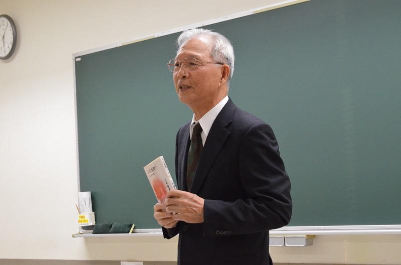 講演中、辻岡氏は「聖霊の導きを祈るしか他に方法はない」と繰り返し語った=14日、船橋市勤労市民センター(千葉県船橋市)で