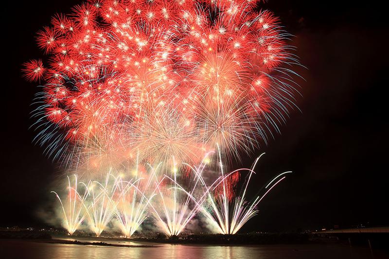 2011年の長岡まつり大花火大会の様子(写真:Cp9asngf)<br />