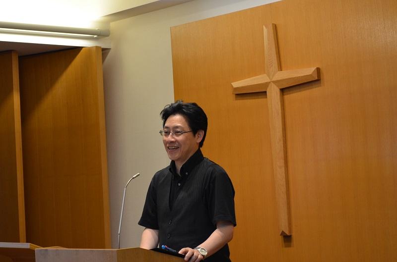 メッセージを取り次ぐ天野弘昌牧師。会場はほぼ満席で、多くの人が天野氏の言葉に、時に笑い、時には大声で「アーメン」と叫んだ=18日、千葉台湾教会(千葉市)で