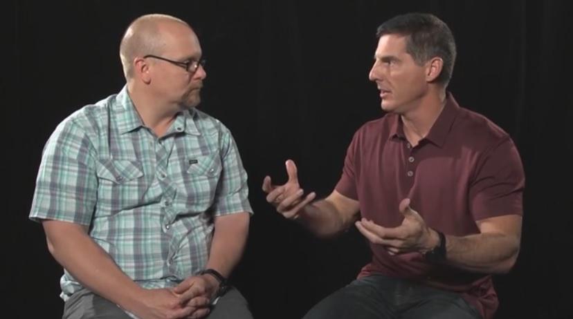 優れたリーダーを惹きつけ、留まってもらう方法について議論するクレイグ・グローシェル牧師とブラッド・ロムニック氏(写真:カタリスト・スクリーンショット)