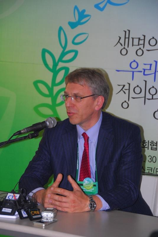 世界教会協議会(WCC)のオラフ・フィクセ・トヴェイト総幹事=2013年11月7日、韓国・釜山で(写真:行本尚史撮影)<br />
