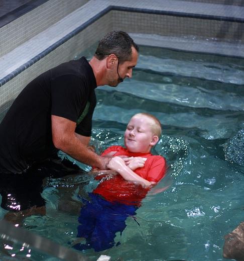 米サウスカロライナ州のメガチャーチ、1日に約300人が受洗