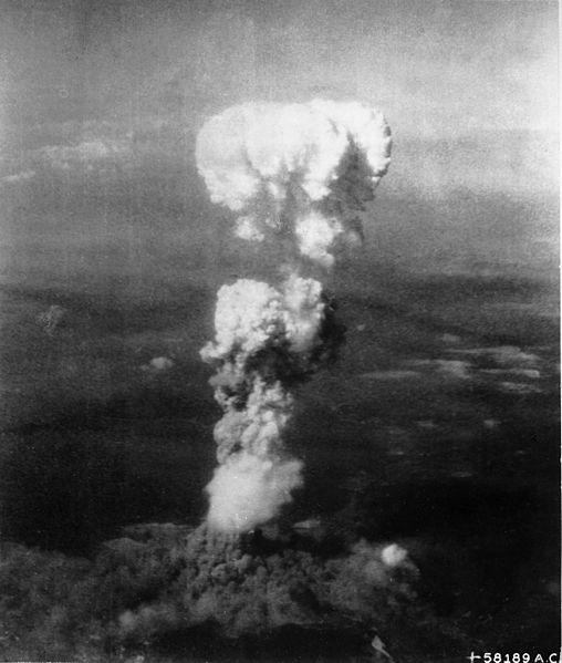 1945年8月6日、広島に投下された原爆によるきのこ雲(写真:Tail Gunner / U.S. Air Force)