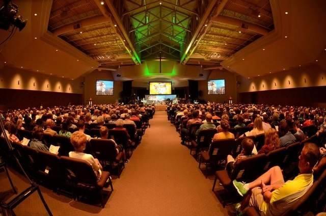 この100年の間に、アッセンブリーズ・オブ・ゴッド(AG)はアーカンサス州ホット・スプリングス市の牧師300人という規模から、今や世界中に36万6千件の教会を持ち、6750万人以上の信者が集う規模へと成長した。アメリカでは24年連続で増加を記録し、特にミレニアル世代の中では21パーセントもの増加が見られたと、AGは伝えている(写真:AGのフェイスブックより)