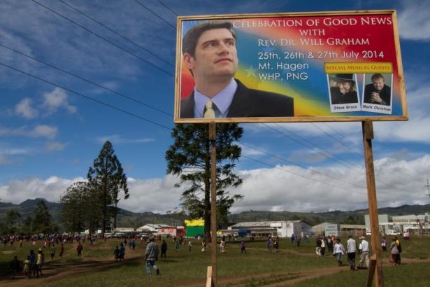 ウィル・グラハム氏、パプアニューギニアで2万3千にメッセージ 約800人が決心