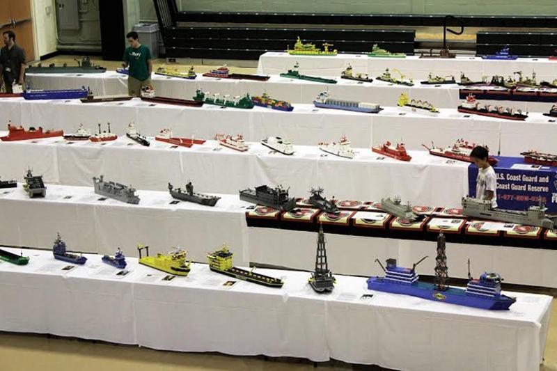 ウィルバート・マッキンリー・ジュニア氏が作った約150隻のレゴ艦隊が米セシル大学で開かれた「ティーチ・フリート・ショー」と「ステム博覧会」で展示された=8日(写真:クリスチャンポスト / ソニー・ホン)