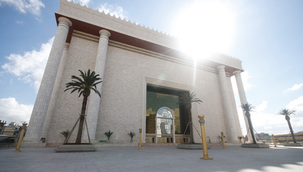 建築に3億ドル(約307億円)が費やされたソロモンの神殿のレプリカ。高さはリオデジャネイロのキリスト像の2倍もあるという=ブラジル・サンパウロ州)(写真: otemplodesalomao.com)
