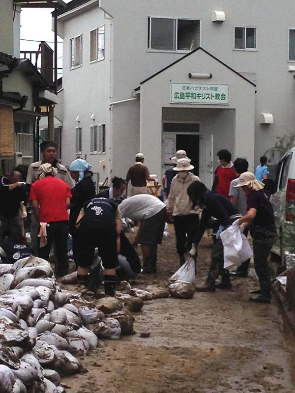 飢餓対策機構、広島土砂災害で募金・ボランティア募集 安佐南区で泥出し作業