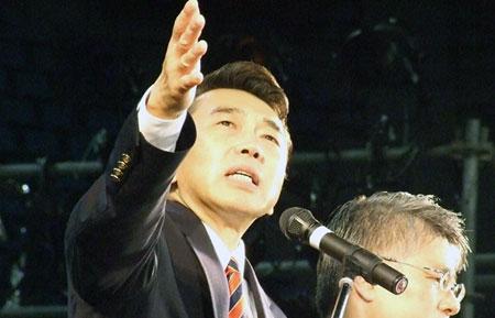 「日本クリストファー・サン国際大会2010」で講演するクリストファー・サン氏