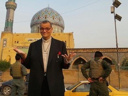 1日の午後、アンドリュー・ホワイト司祭はイラクの首都バグダッドの中心地へ向かった。そこはかつてサダム・フセインの像が立っていたところだ。「角石にはためくのがISIS(IS=「イスラム国」の以前の呼称)の旗であるのを見て、私はとてもぞっとしました」と言う。(写真:ACNS)