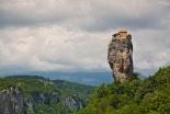 映画にもなった高さ40メートルの岩の柱の上のチャペルで暮らすグルジアの修道士