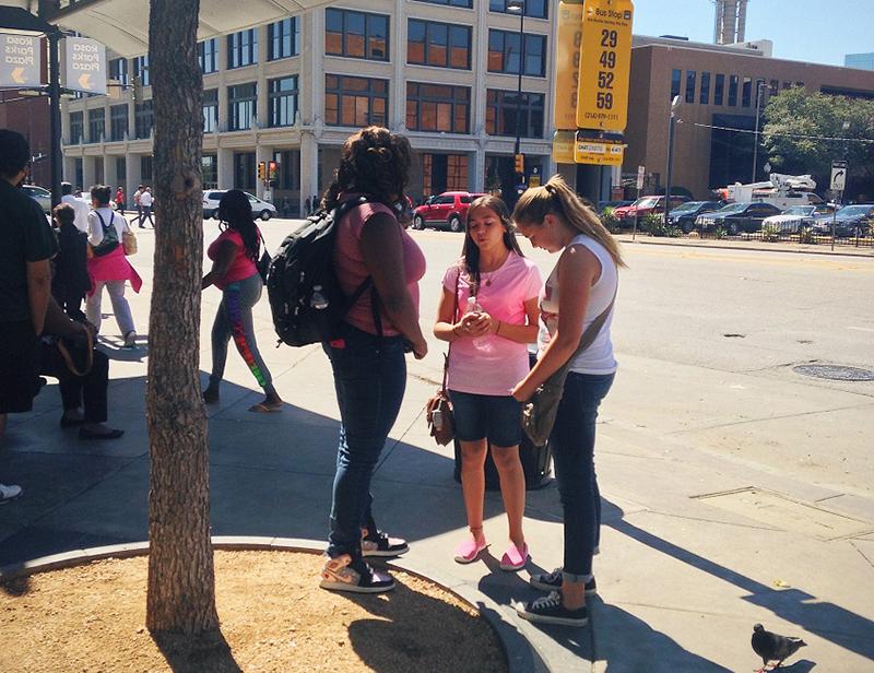 福音伝えるのに情熱注ぐ若者たち 街頭伝道で43人がイエス信じる決意
