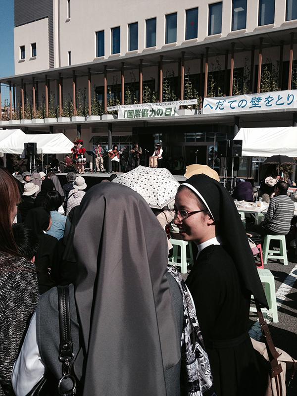 教会で外国人との交流イベント「インターナショナルデイ」 料理とパフォーマンスで3千人が楽しむ