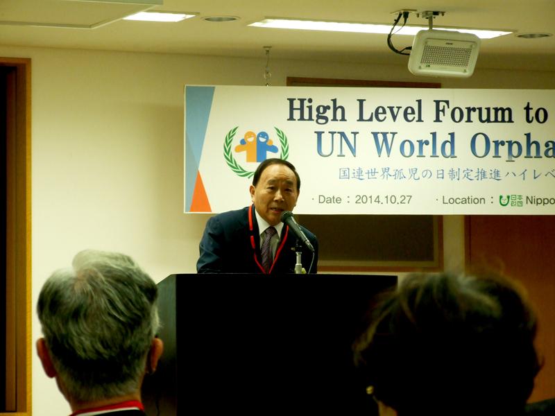 「国連世界孤児の日」制定の必要性を訴える田内基(もとい)氏=27日、東京・赤坂の日本財団ビルで