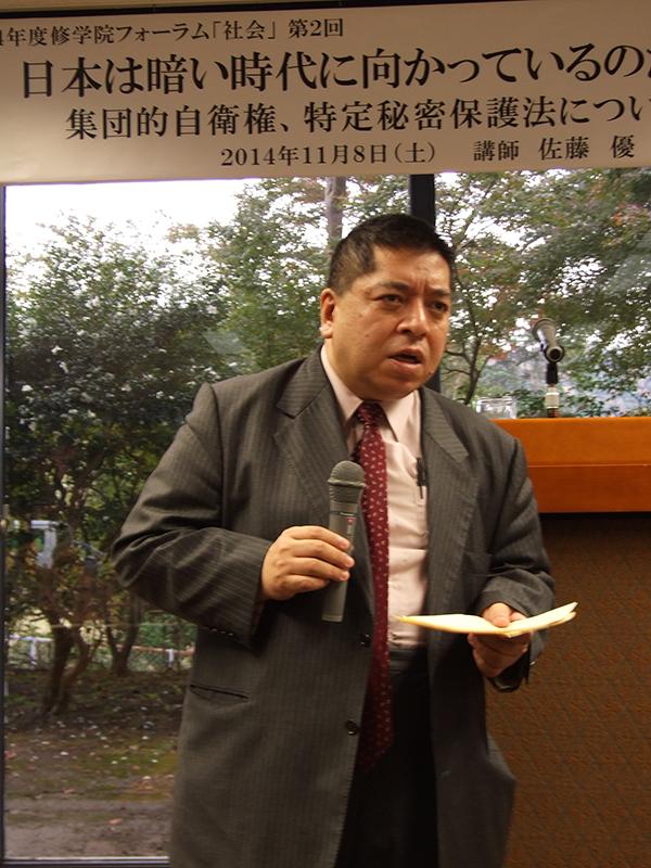 「日本は暗い時代に向かっているのか」と題して講演する佐藤優氏=8日、関西セミナーハウス(京都市左京区)で